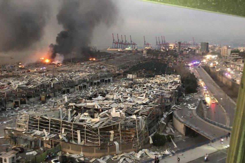 Σκηνικό Αποκάλυψης στη Βηρυτό: Ξεπέρασαν τους 100 οι νεκροί, 4.000 οι τραυματίες, χιλιάδες θαμμένοι σε μια θάλασσα από συντρίμμια