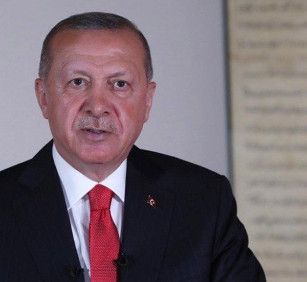 Ερντογάν: Προσωρινή η αστάθεια της λίρας