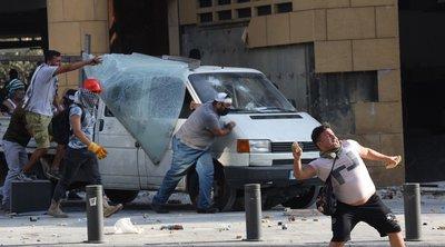 Λίβανος: Διαδηλωτές πέταξαν πέτρες εναντίον της αστυνομίας, κατά τη δεύτερη ημέρα αντικυβερνητικών διαδηλώσεων