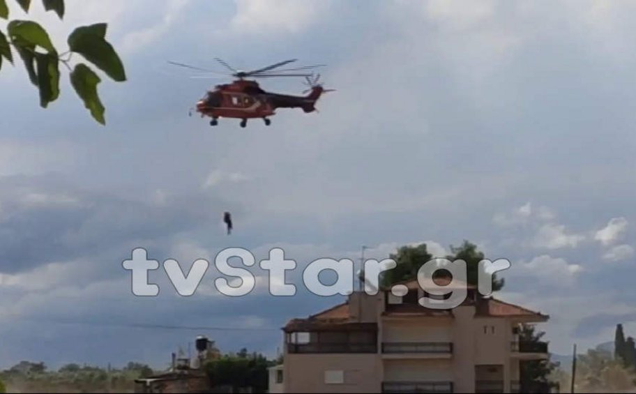 Συνεχίζονται οι απεγκλωβισμοί από πλημμυρισμένα σπίτια στην Εύβοια - BINTEO