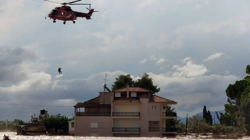 Κακοκαιρία Εύβοια: Εντοπίστηκε ζωντανή γυναίκα που αγνοούνταν - Διασώθηκε με ελικόπτερο