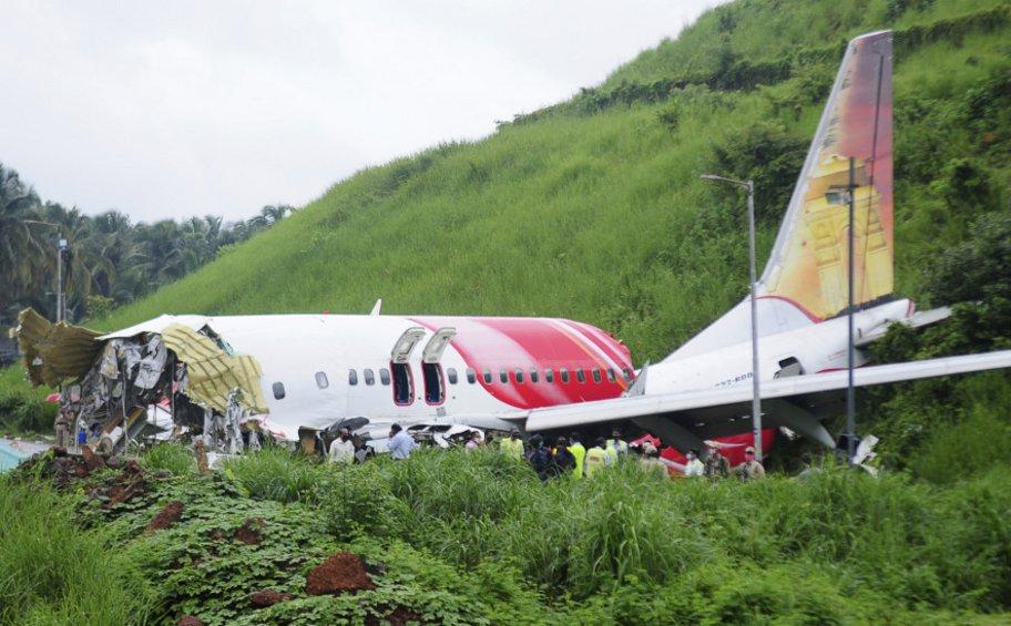 Ινδία: Άρχισε η εξέταση των «μαύρων κουτιών» του αεροσκάφους Boeing 737 της Air India Express