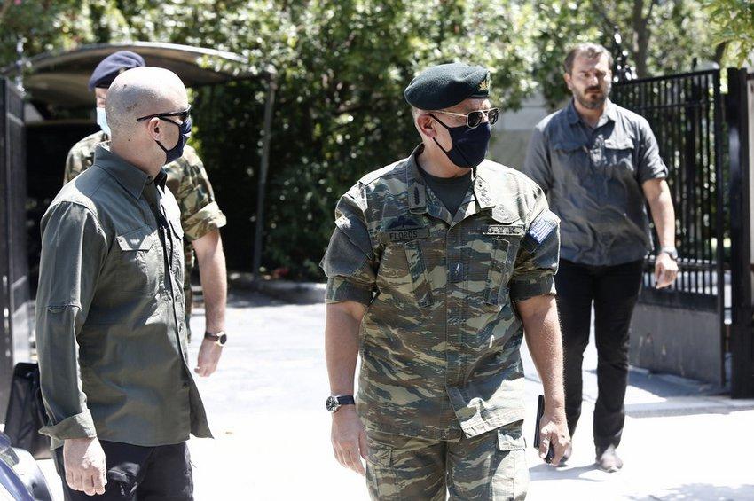 ΚΥΣΕΑ: Με στολή παραλλαγής στο Μαξίμου ο αρχηγός ΓΕΕΘΑ - ΦΩΤΟ