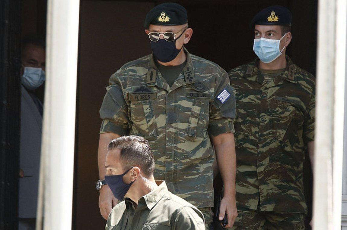 O Αρχηγός ΓΕΕΘΑ Στρατηγός Κωνσταντίνος Φλώρος κατά την έξοδό του από το Μέγαρο Μαξίμου μετά τη συνεδρίαση του ΚΥΣΕΑ