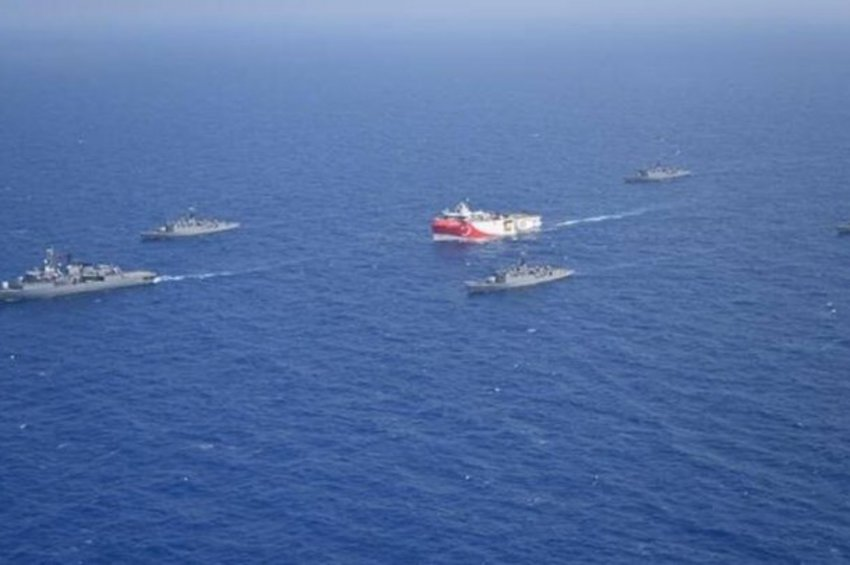 Στο... παιχνίδι και η τουρκική μονταζιέρα: Αναρτήσεις με ΦΩΤΟ του Ορούτς Ρέις συνοδευόμενο από πολεμικά πλοία