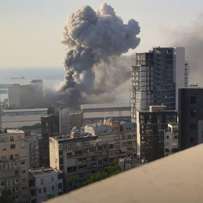 Συγκλονιστικό βίντεο: Η στιγμή της φονικής έκρηξης στη Βηρυτό σε αργή κίνηση – Πώς το ωστικό κύμα ισοπέδωσε τα πάντα