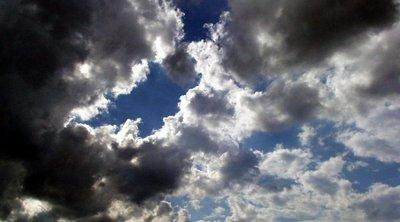Βροχούλες σήμερα και... σκόνη - Που χαλάει ο καιρός