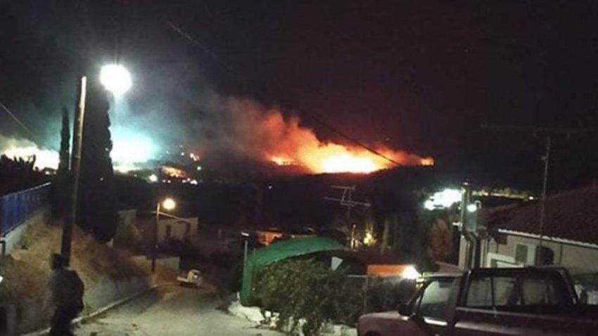 Δύσκολη νύχτα στη Λέσβο: Στις φλόγες το ΚΥΤ της Μόριας - Στο δρόμο 13.000 μετανάστες