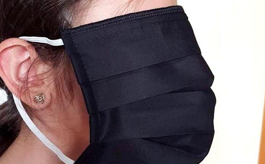 Μάσκες στα σχολεία: Συνεχίζεται το αλαλούμ με τις διαστάσεις - Φόβοι ότι τώρα θα πέσουν... μικρές - ΒΙΝΤΕΟ