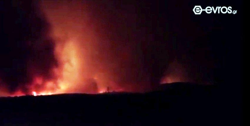 Μεγάλη πυρκαγιά καίει πευκοδάσος στην Αλεξανδρούπολη - Ολονύχτια μάχη με τις φλόγες - ΒΙΝΤΕΟ