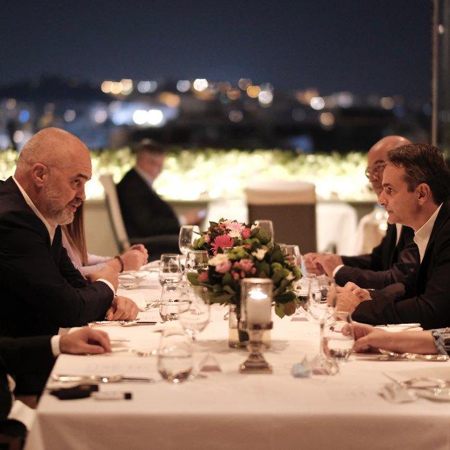 Δείπνο Μητσοτάκη-Ράμα: Οι διμερείς σχέσεις, η Εθνική Ελληνική Μειονότητα και η ευρωπαϊκή προοπτική της Αλβανίας
