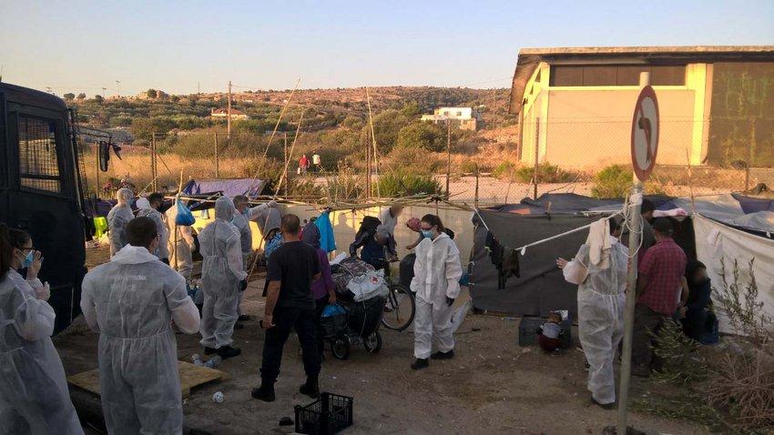 Συνεχίζεται η επιχείρηση της ΕΛ.ΑΣ. στη Λέσβο για τη μεταφορά προσφύγων και μεταναστών στο Καρά Τεπέ