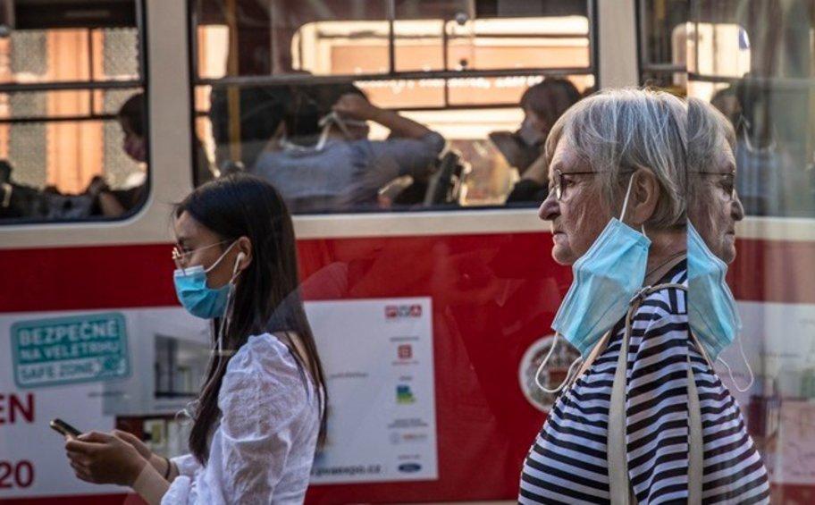 Τσεχία: Διπλασιάστηκαν οι θάνατοι σε 2 εβδομάδες - Βοήθεια από το εξωτερικό για την αντιμετώπιση της νέας έξαρσης της πανδημίας