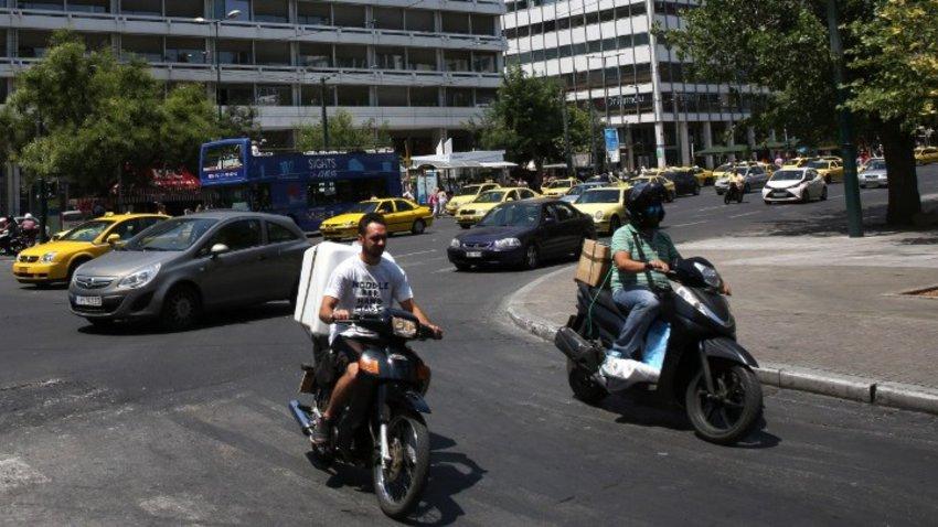 Αναδίπλωση του Υπ. Μεταφορών: Δεν ισχύει η οδήγηση μηχανής έως 125 κυβικά με δίπλωμα αυτοκινήτου