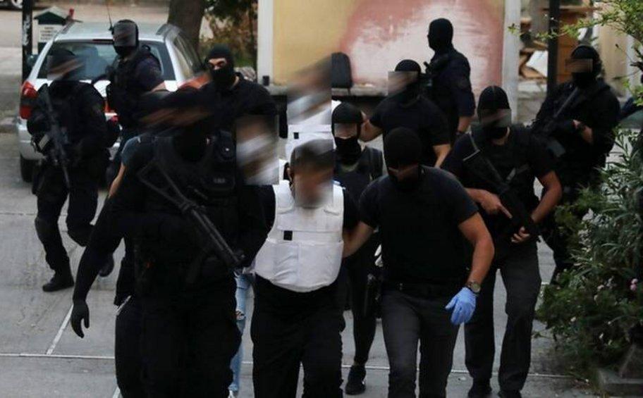 Γιάφκα στο Κουκάκι: Ποινική δίωξη για κακούργημα στον έναν, για πλημμέλημα οι άλλοι δύο