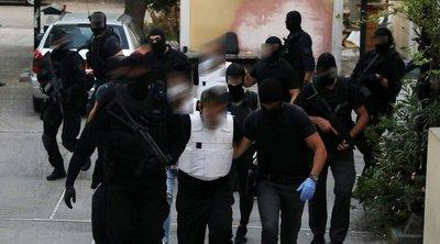 Δίωξη για κακούργημα στον έναν από τους συλληφθέντες στη γιάφκα στο Κουκάκι - Για πλημμέλημα οι άλλοι δύο