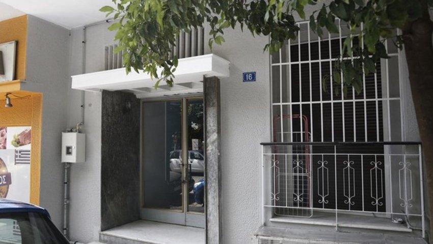 Τρεις συλλήψεις από την Αντιτρομοκρατική για όπλα και εκρηκτικά σε γιάφκα στο Κουκάκι
