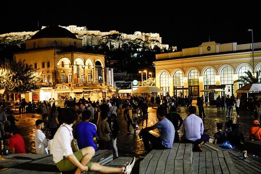 Ερχονται νέα μέτρα μετά τις εικόνες συνωστισμού στις πλατείες σε Αθήνα και Θεσσαλονίκη - ΦΩΤΟ & ΒΙΝΤΕΟ