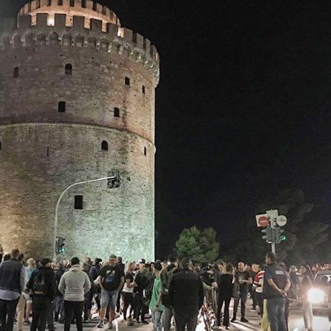 Έστησαν χορό οι εστιάτορες μετά τα μεσάνυχτα μπροστά στο Λευκό Πύργο - ΦΩΤΟ & ΒΙΝΤΕΟ