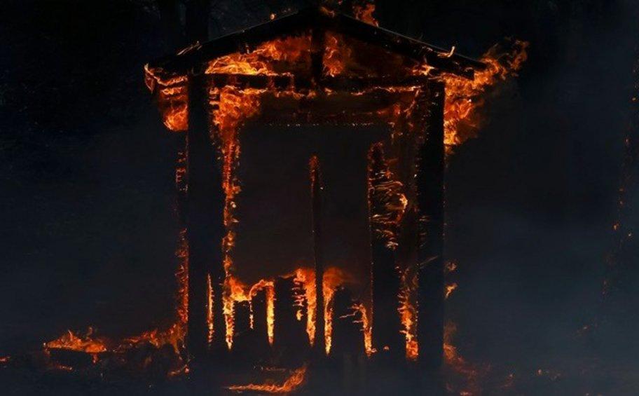 Ανεξέλεγκτες πυρκαγιές στην Καλιφόρνια: Τρεις νεκροί, χιλιάδες εγκατέλειψαν τις εστίες τους - ΒΙΝΤΕΟ
