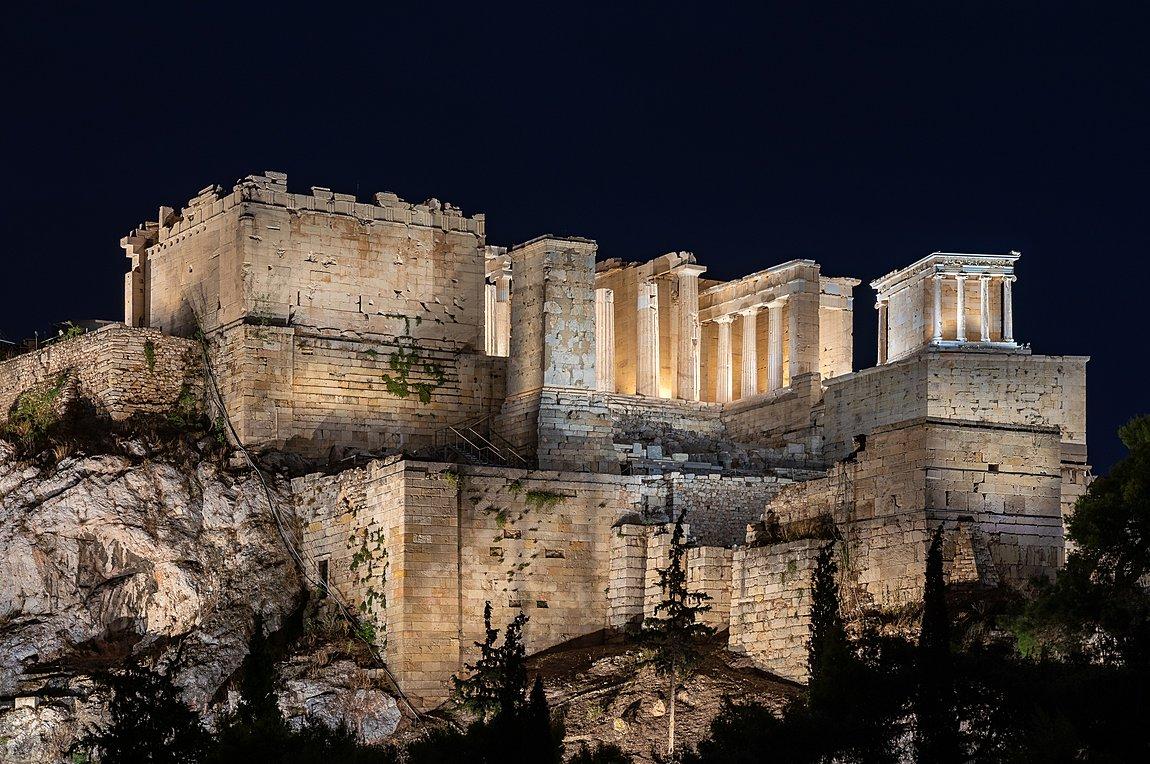 Πιο λαμπερή από ποτέ η Ακρόπολη - Τα εγκαίνια του νέου φωτισμού από Μητσοτάκη και Σακελλαροπούλου