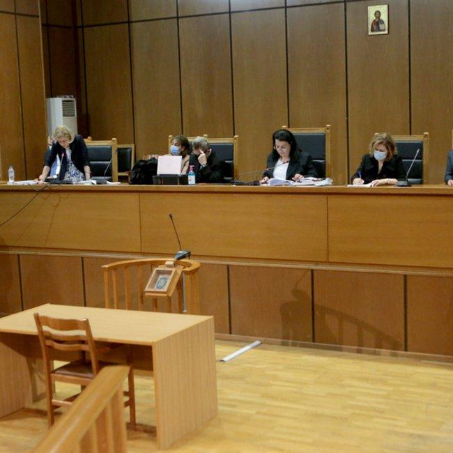 Δίκη Χρυσής Αυγής: Η εισαγγελέας προτείνει 13 χρόνια κάθειρξη για το διευθυντήριο και ισόβια για τον Ρουπακιά