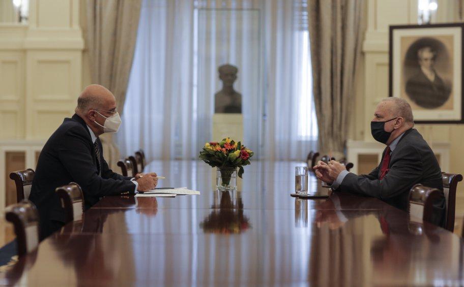 Ενημέρωση Δένδια στα κόμματα για την τουρκική προκλητικότητα και την επίσκεψη Λαβρόφ