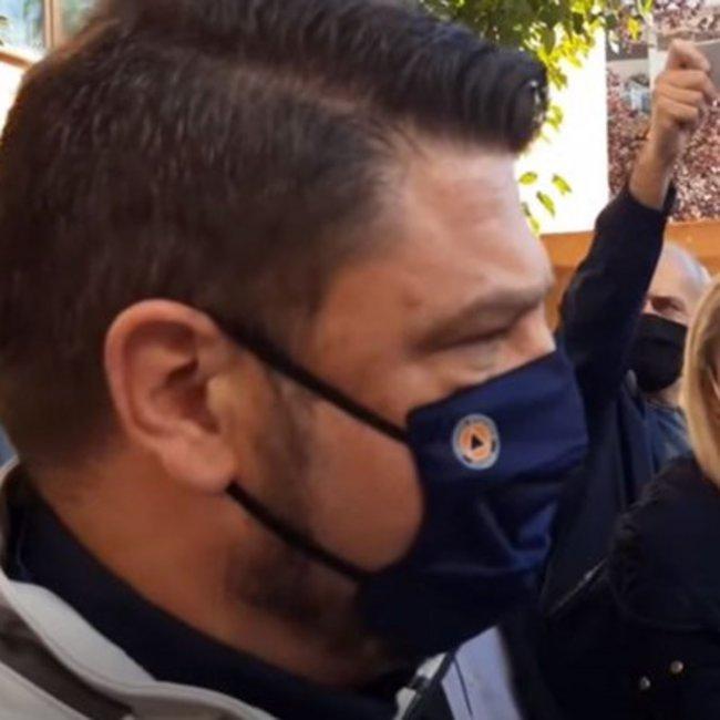 Κοζάνη: Τι δήλωσε ο παραγωγός που δέχθηκε την παρατήρηση Χαρδαλιά για τη μάσκα στη λαϊκή της πόλης