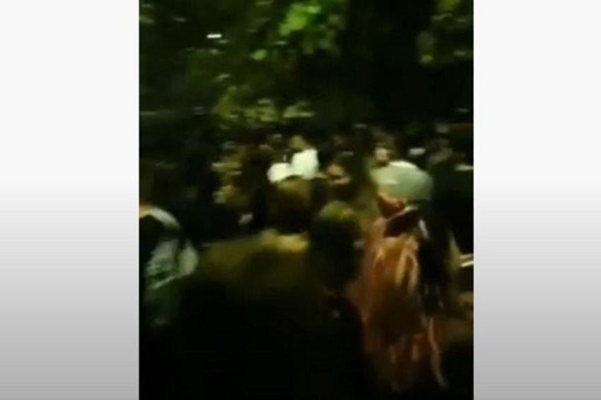 Κορωνοϊός: Εικόνες συνωστισμού σε πάρτι στο ΑΠΘ - ΒΙΝΤΕΟ
