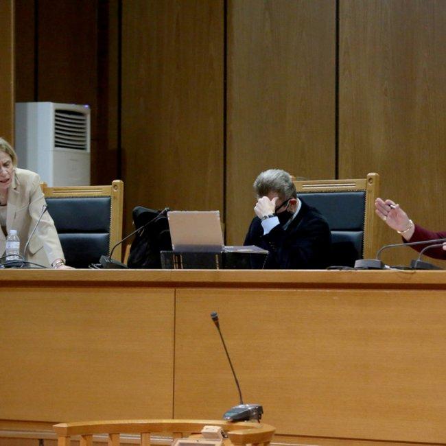 Δίκη Χρυσής Αυγής: Η πρόεδρος ζήτησε από την εισαγγελέα να συμπληρώσει την πρότασή της - Ο διάλογος