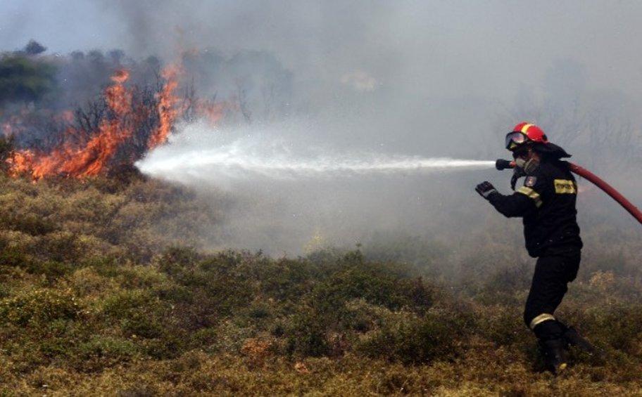 Υπό μερικό έλεγχο η πυρκαγιά στην περιοχή Μεγάλα Πεύκα Κερατέας
