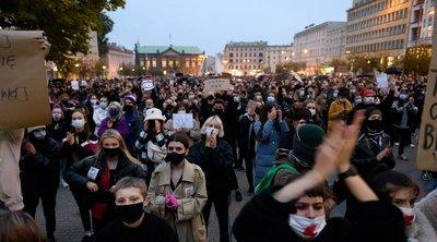 Πολωνός πρωθυπουργός: «Μαζικός» κίνδυνος μετάδοσης του κορωνοϊού λόγω των διαδηλώσεων