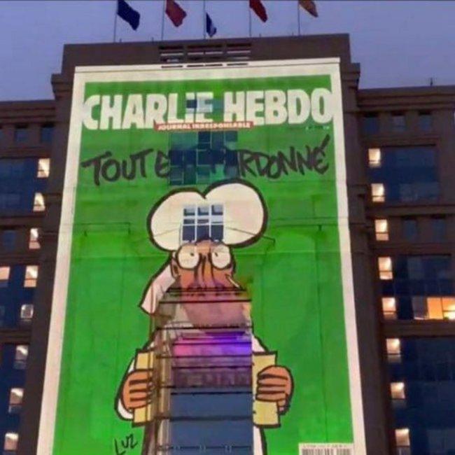 Με σκίτσα του Charlie Hebdo σε κυβερνητικά κτήρια ο Μακρόν κήρυξε πόλεμο στον ισλαμικό φανατισμό