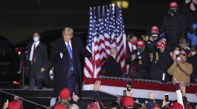 Αισιόδοξος ο Τράμπ για την έκβαση των εκλογών, παρά τις επικρίσεις Μπάιντεν και Ομπάμα