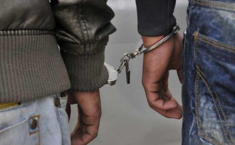 Συνελήφθησαν δύο Έλληνες για κλοπές σταθμευμένων οχημάτων στο Γ' Κοιμητήριο Αθηνών στη Νίκαια - Αναζητούνται ακόμα 5 άτομα