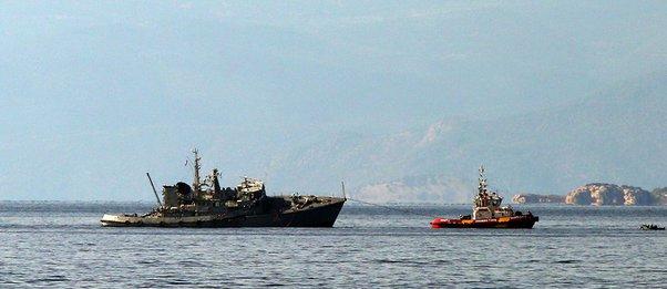 Στο Ναύσταθμο της Σαλαμίνας ρυμουλκήθηκε το ναρκοθηρευτικό «Καλλιστώ» που συγκρούστηκε με φορτηγό πλοίο