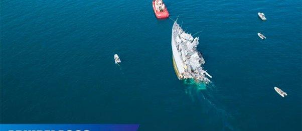 Εντυπωσιακές εικόνες από drone από το διαλυμένο ναρκοθηρευτικό «Καλλιστώ» ενώ μεταφέρεται στο ναύσταθμο Σαλαμίνας