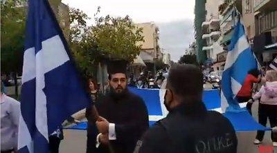 Πάτρα: Ένταση με πολίτες που ήθελαν να παρελάσουν - Οι διαμαρτυρίες του ιερέα - ΒΙΝΤΕΟ
