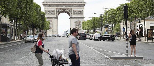 «Εκλεισε» πάλι η Γαλλία λόγω κορωνοϊού: Ολικό lockdown ανακοίνωσε ο Μακρόν – Ανοιχτά τα σχολεία