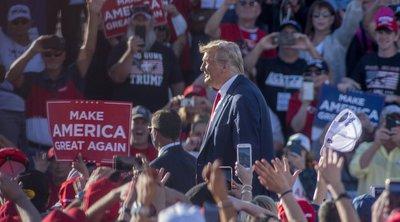 Ο Τραμπ συνέχισε τις μαζικές προεκλογικές συγκεντρώσεις στην Αριζόνα παρά τη νέα έξαρση κρουσμάτων στις ΗΠΑ - Νέες βολές κατά Μπάιντεν - ΒΙΝΤΕΟ