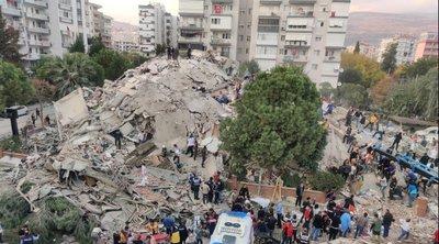 Στους 26 ανήλθαν οι νεκροί από τον φονικό σεισμό στη Σμύρνη - Ανασύρθηκαν ζωντανοί μητέρα και τρία από τα παιδιά της