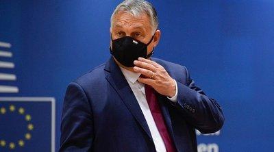 Ουγγαρία: Ο Ορμπάν έκανε το εμβόλιο της κινεζικής Sinopharm - Εκατοντάδες πολίτες διαδήλωσαν κατά των περιοριστικών μέτρων