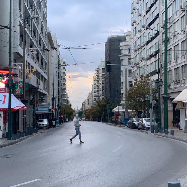 Οι πολίτες της Αθήνας πειθάρχησαν: Πρωτόγνωρες εικόνες «έρημης» πόλης και άδειοι δρόμοι στο κέντρο - ΦΩΤΟ