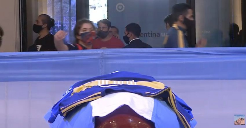 LIVE: Η Αργεντινή αποχαιρετά τον Ντιέγκο Μαραντόνα - Θρήνος στο λαϊκό προσκύνημα της σορού