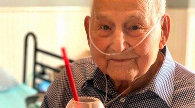 Βετεράνος του Β' Παγκοσμίου Πολέμου νίκησε τον κορωνοϊό και γιορτάζει τα 104α γενέθλιά του - ΒΙΝΤΕΟ