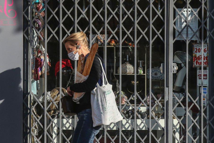 Ανοιγμα με δόσεις - Μελετούν νέο sms για τα καταστήματα