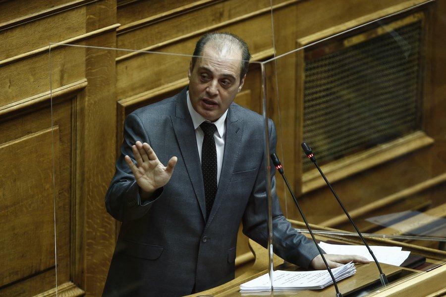 Βελόπουλος στον realfm: Ας μας πουν ποιος αποφασίζει, η επιτροπή ή η κυβέρνηση - Τι είπε για τα self test