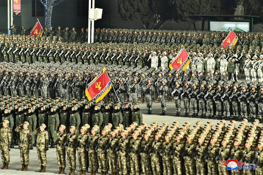 Βόρεια Κορέα: Στρατιωτική παρέλαση στην Πιονγιάνγκ μετά τη λήξη του συνεδρίου του Κόμματος των Εργατών - ΒΙΝΤΕΟ