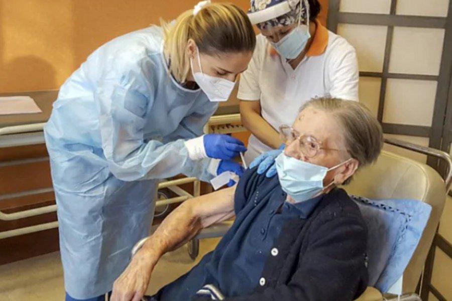 Ιταλίδα 108 ετών εμβολιάστηκε κατά του κορωνοϊού - Είχε διαγνωσθεί θετική τον Μάιο