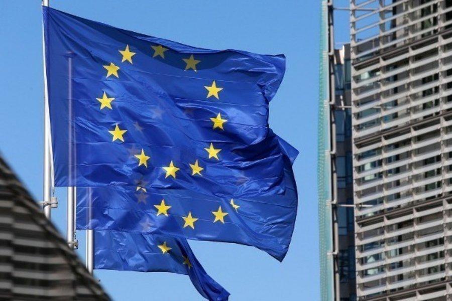 Ανοιχτή η ΕΕ σε συζητήσεις για πατέντες εμβολίων με στόχο την αύξηση της παραγωγής - Τι δήλωσαν Φον Ντερ Λάιεν, Μισέλ